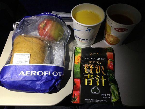 アエロフロート航空の国内線機内食と贅沢青汁