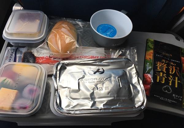 アエロフロート航空の機内食と贅沢青汁
