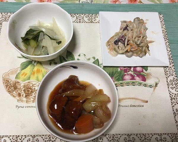 わんまいるの『旬の手作りおかずセット』石見ポークの酢豚、青梗菜と玉ねぎとチキンスープ煮、ごぼうと豆のサラダ